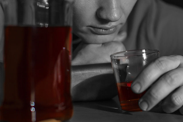 Binge drinking increases effectiveness in directing attention to alcohol cues, says study
