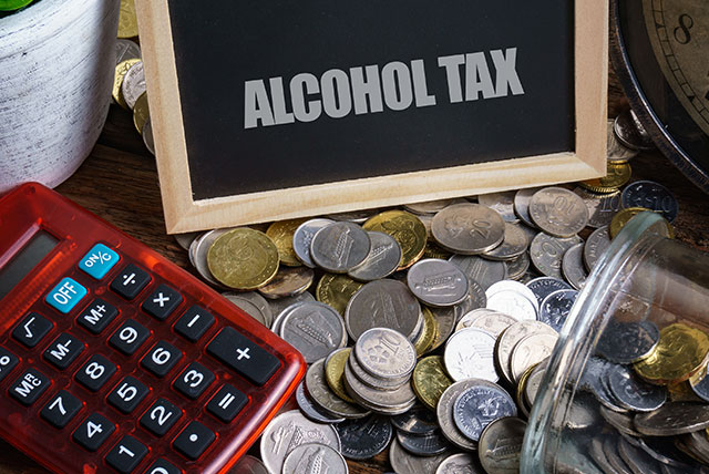 Senators propose lowering of taxes on alcohol